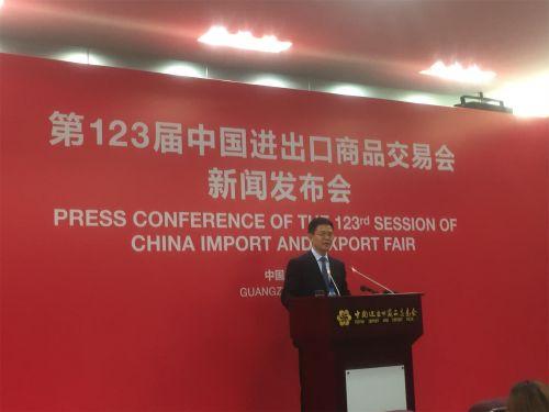 在各个历史时期,广交会通过不断的改革,创新,加强知识产权保护等举措,为中国企业,中国产品,中国品牌走出去,为扩大出口,促进进口,为我国外贸由小变大