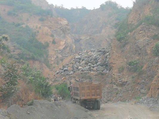 唐山迁西县:矿山开采之乱 山林大面积被毁