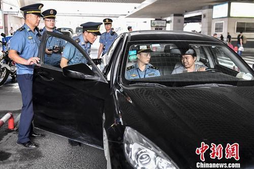 交通部公安部联合出手 网约车顺风车整治力度升级
